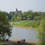 Blick aus der Norkurve.Wake Park und Schloss.